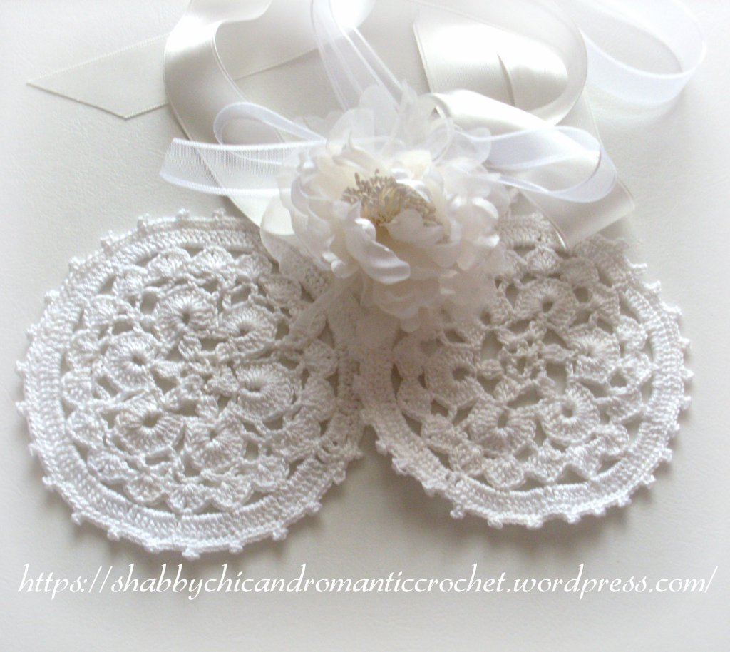 shabbychic and romantic white doilies